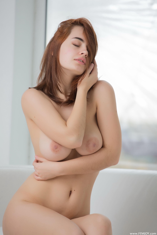 image Hermosa nena nos muestra como se masturba