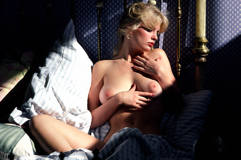 Dorothy Stratten Sexy Nude Blonde With Medium Natural